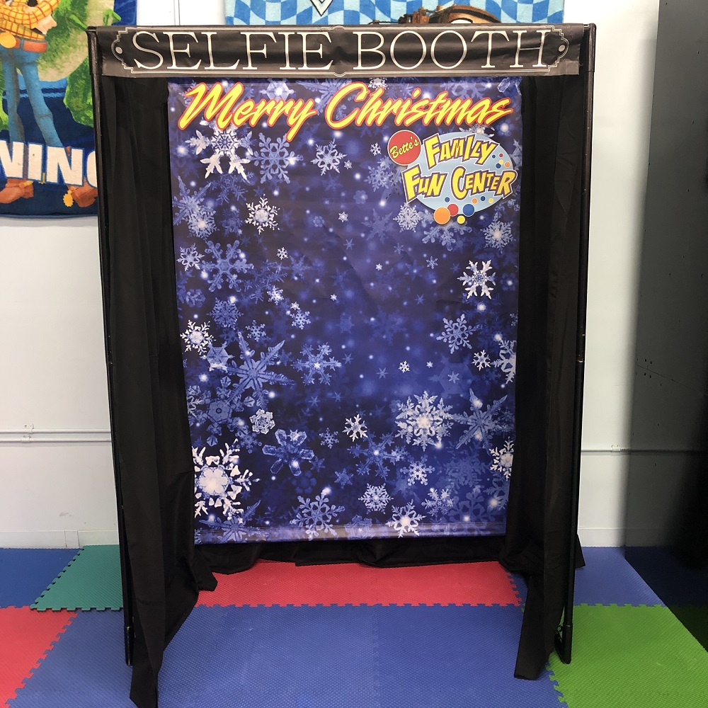 Merry Christmas Selfie Booth